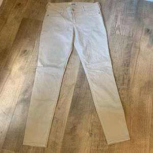 Abercrombie and Fitch woman's skinny khaki pants